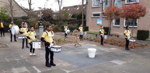 Spetterend optreden brassband bij de Wetering