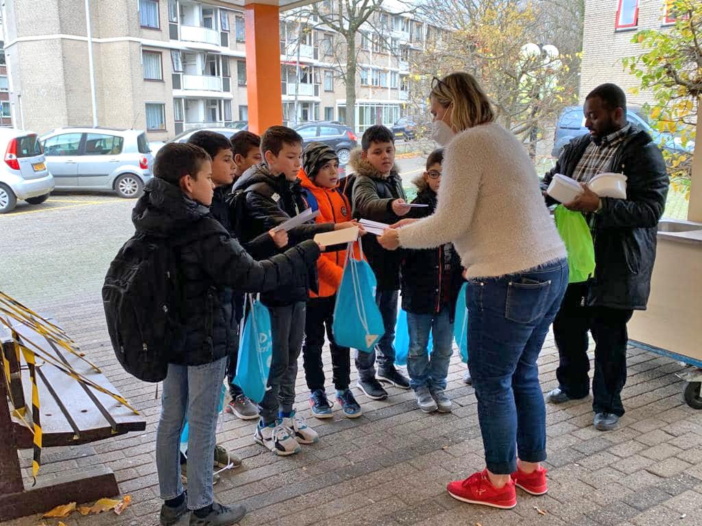 Bewoners en medewerkers Humanitas Hannie Dekhuijzen verrast